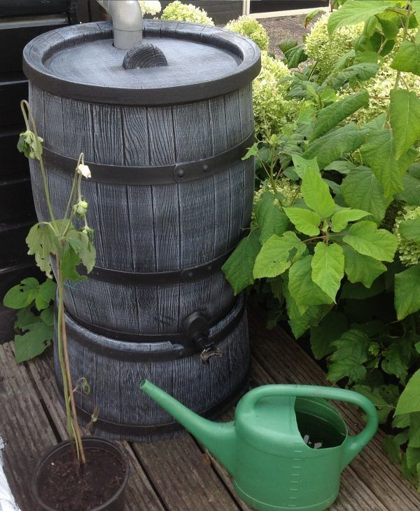 Houten regenton grijs 120 liter op voet