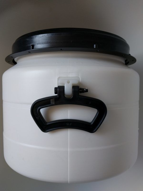 32 liter voerton met handvaten